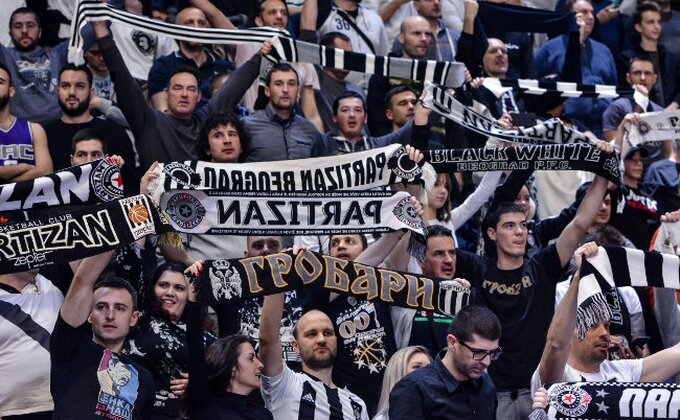 "Poluvreme - Partizan vodi protiv Krke, ""trice"" sevaju na sve strane! (TVITOVI)"