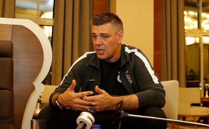 Kakvog trenera ima Partizan - Sa Rusima pričao o Puškinu, Jesenjinu, Merkjuriju, Eltonu Džonu...