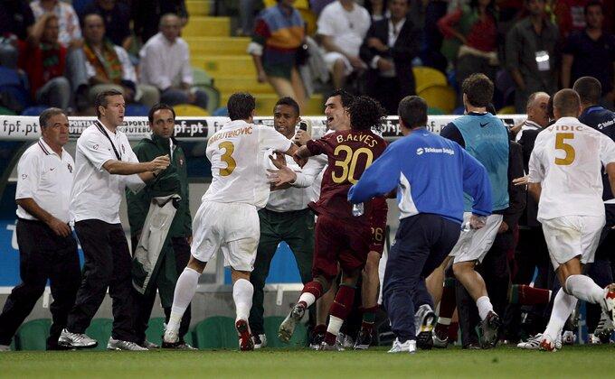Sećate se pesničenja između Skolarija i Dragutinovića, kakva je to ludnica bila!
