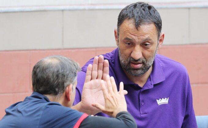 Divac dobio dugoročan ugovor i odrešene ruke, evo ko će biti novi trener Kingsa!