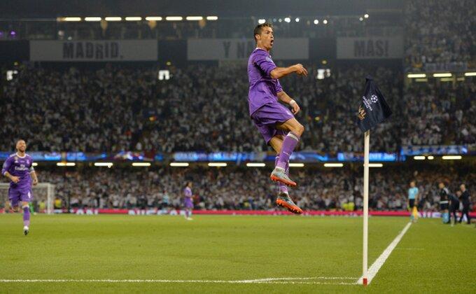 Dirljivo - Ronaldo potrčao u zagrljaj svom fudbalskom ocu!