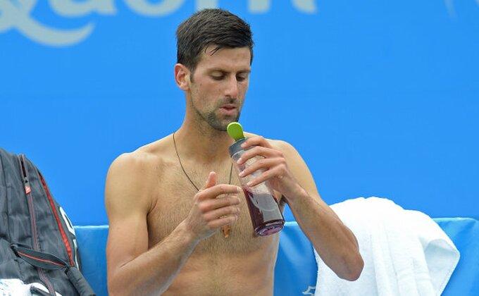 Loše vesti, Novak opet u problemu!