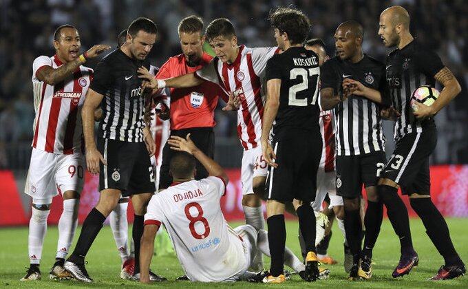 Navijači Olimpijakosa već vrše pritisak na fudbalere Partizana, jedan je posebno bio na udaru