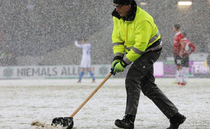 Sneg pravi probleme, odložene dve utakmice u Prvoj ligi!