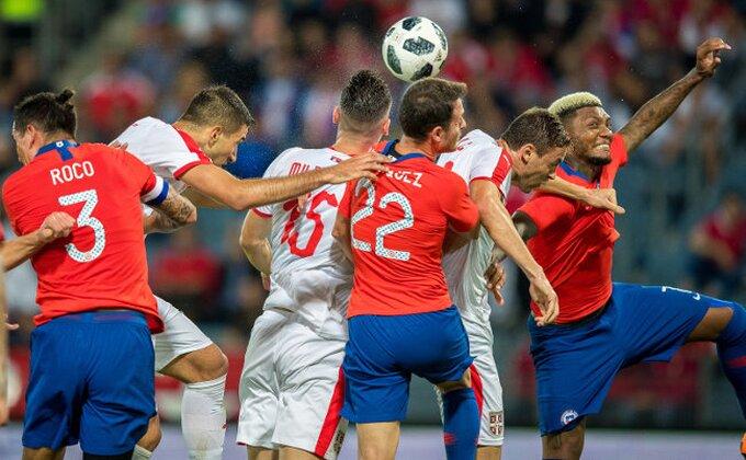 Svet se smeje Čileancu koji je promašio prazan gol protiv Srbije