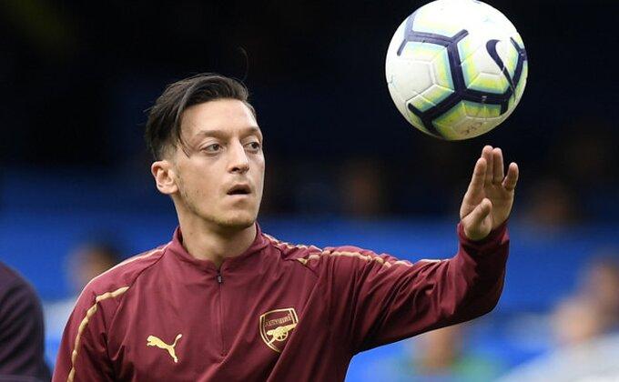 Šta će biti sa Ozilom? Arsenal doneo odluku!