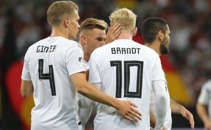 Lev kombinovao, Nemci slavili posle preokreta