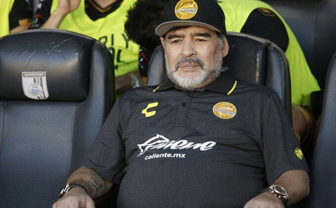 """Maradona pokazao """"poklončić"""" od 30.000 dolara"""