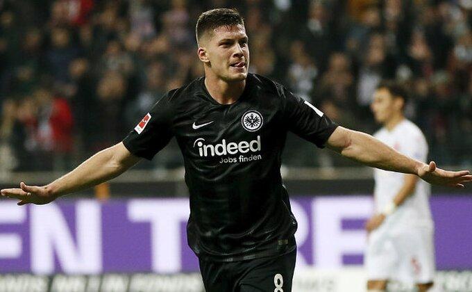 Ma kakav je on car, Luka Jović u prvom minutu!