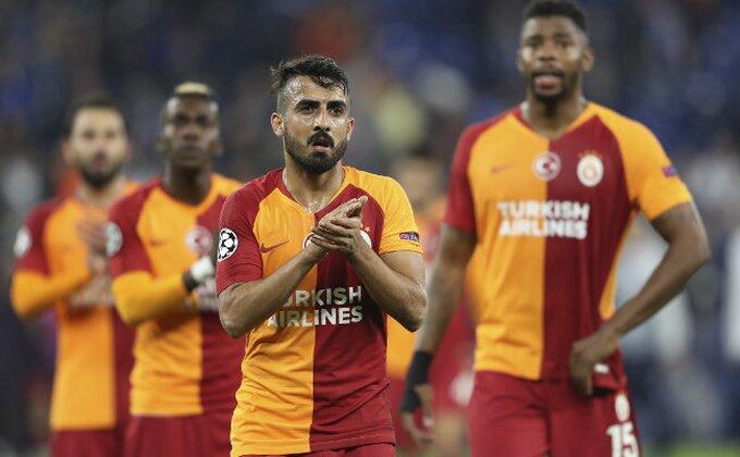 Kakvo ludilo u Turskoj, pljuštali kartoni, Galata do pobede u osmom minutu nadoknade!