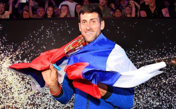 """Zvezda NBA lige ga nazvala """"primerom najboljeg sportiste ikad"""", Novak sa legendom gledao Lebrona i Janisa!"""