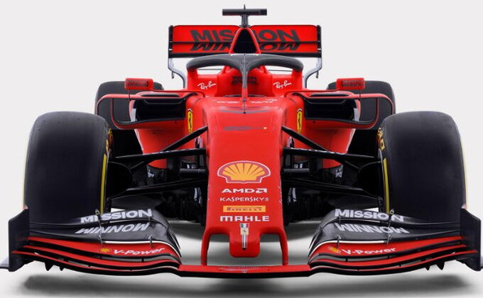 Skuderija predstavila SF90 - Hoće li ovaj lepotan prekinuti dominaciju Mercedesa?
