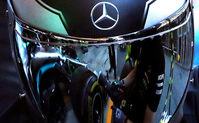 Mercedes poslao bolid teško bolesnom dečaku