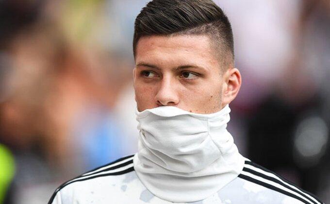 Maske na lice, ide Luka Jović!