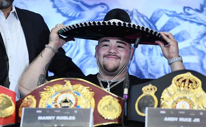 Vratio se Ruiz, mršaviji i gladnan boksa, leteo na pod, ali hit je bila tuča na tribinama!