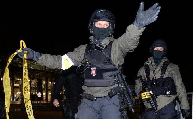 Policajac preminuo u neredima u Bilbau
