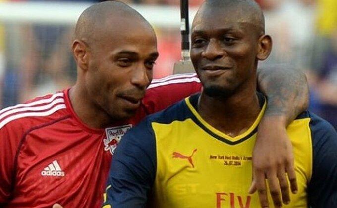 Gotovo, najmalerozniji fudbaler Arsenala okončao karijeru!