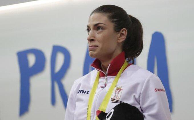 Ivanine suze radosnice uz srpsku zastavu i himnu!
