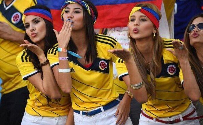 Kolumbijcima navijačice šalju poljupce tokom meča...