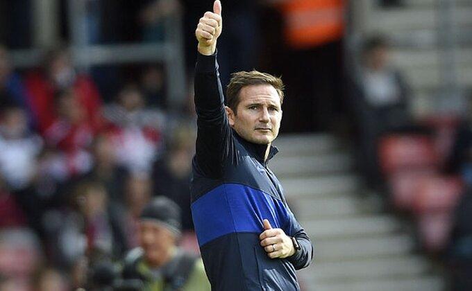 Oličenje neprofesionalizma, Englez nervira Lamparda?!