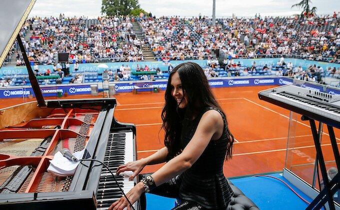 Adria tur će vas naterati i da se oduševite ruskom pijanistkinjom!