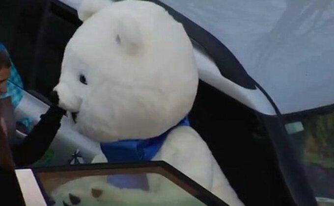 ZOI - Pogledajte kakve muke ima maskota u Sočiju!