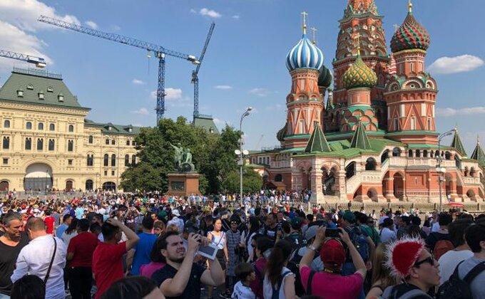Fan zona u Moskvi - Nj. V. Selfi, drugarstvo, veselje, samo malo politike i poneki osvajač