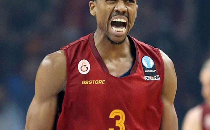 Brat NBA zvezde u crveno-belom