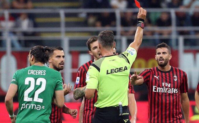 Milan ponižen, zvižduci odjekuju ''San Sirom'', uz ovacije Riberiju, šta sledi?