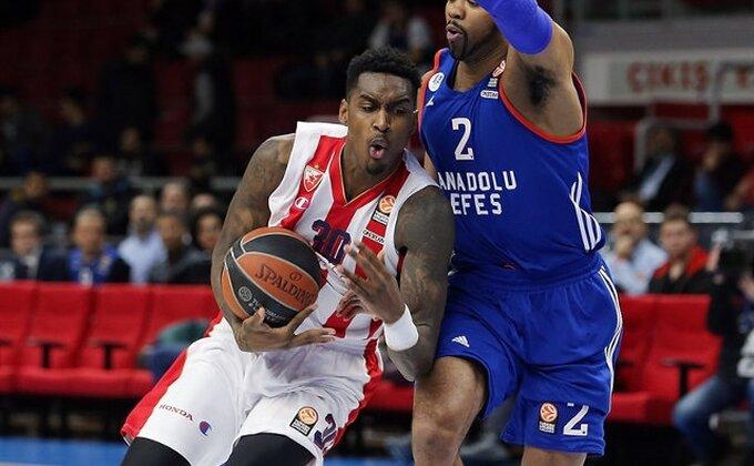 Nevolje u Istanbulu, košarkaši Crvene zvezde zarobljeni na aerodromu!