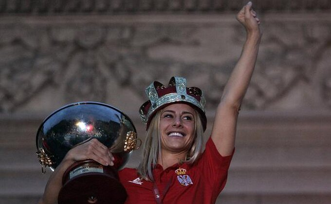 Šampionke Evrope: ''Srećan rođendan, predsedniče! Tvoje kraljice''!