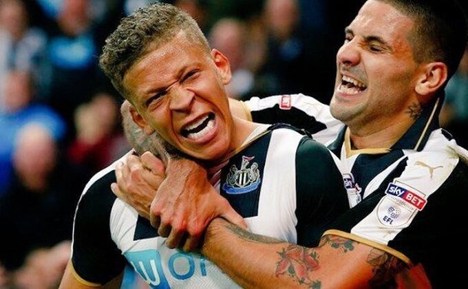 Pogledajte urnebesne reakcije navijača Njukasla! Mitar naterao i Rafu Beniteza da ''poleti''!