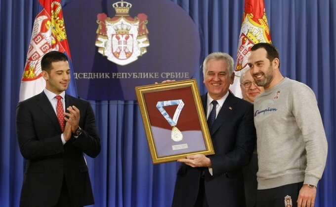 Predsedniku uramljena medalja od šampiona Evrope