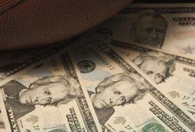 Oboren rekord, prodate patike za 1,5 miliona dolara, pogađajte čije su!