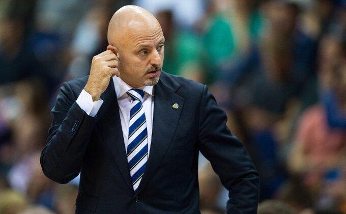 Incident u finišu poluvremena, pogođen Saša Obradović?!