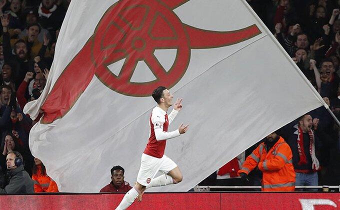Arsenal ne da četvrto mesto, gol za četiri minuta, strelac - Ozil!