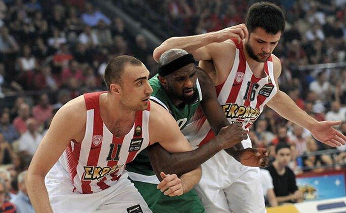 Grčka ima novog šampiona - Navijači Olimpijakosa pravili haos, Panatinaikos ponizio najvećeg rivala!