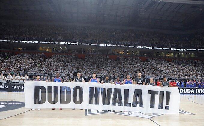 Bilo je teško zadržati suze, puna ''Arena'' odala poštu Dudi Ivkoviću