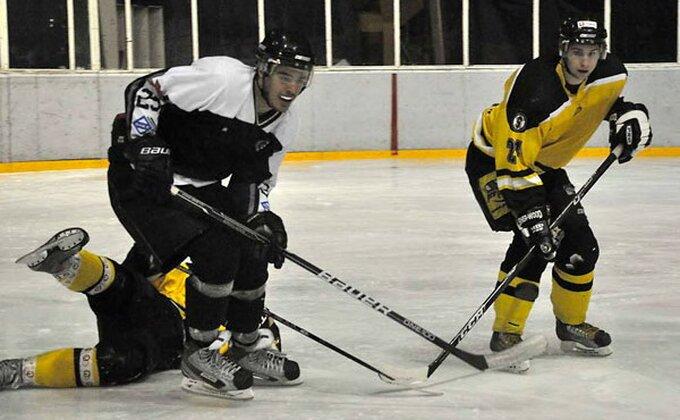 Hokejaši izgubili od Estonije