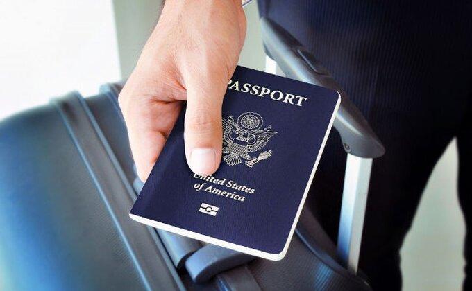 Komedija - Lijetuvasov Amerikanac ne može kući, pas se zasladio pasošem!