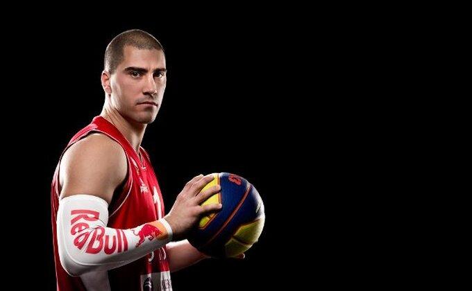 """Ono kad Srbin """"sašije suknjicu"""" na basketu"""