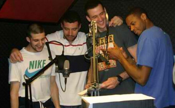Zvezdaši se latili mikrofona...