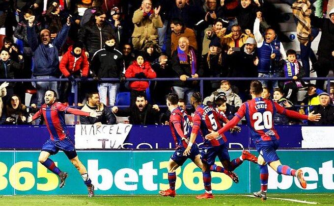 Lukić spakovao gol sezone, Levante preko Sevilje do opstanka u Primeri!