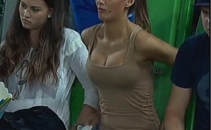 Lepotica došla da gleda Partizan, ali...