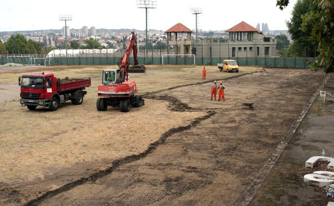 Počela rekonstrukcija terena u Humskoj!