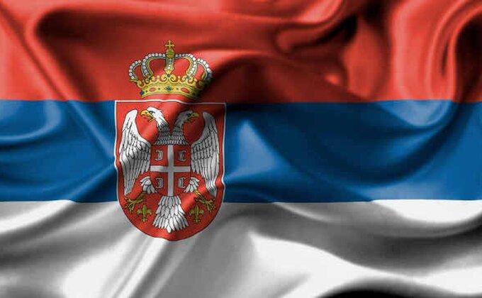 Brojne srpske zastave u Pireju, ali Grcima ni to ne pomaže...
