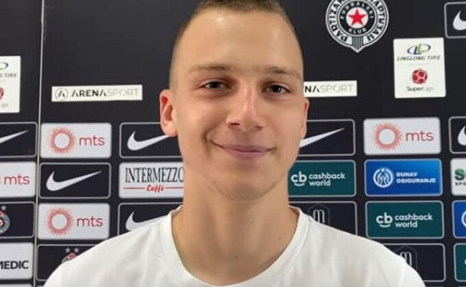 Partizanov ''Džoni'' Štulić već oduševljava: ''Izvinite, ponovite pitanje, ometaju me ovde''