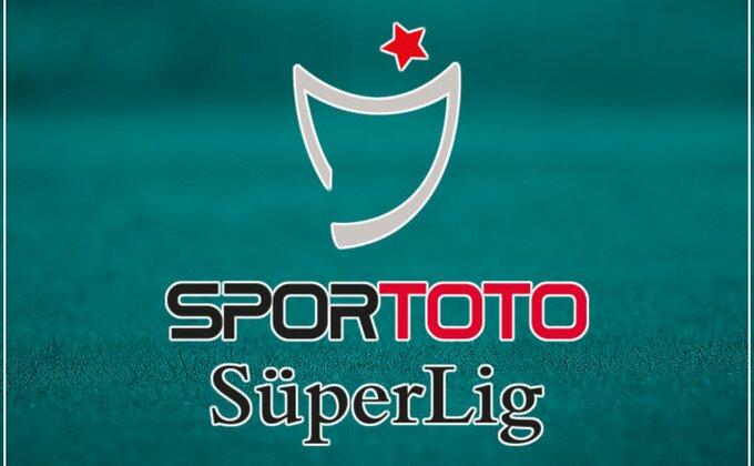 Fenerbahče pobedom posle preokreta otvorio sezonu u Turskoj