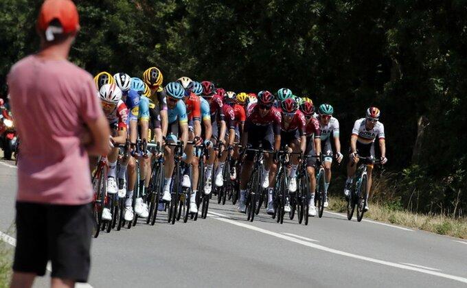 Prekinuta 19. etapa zbog nevremena, Bernal preuzeo žutu majicu na Turu