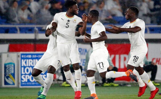 Sledeći put kada pričaju o rasizmu na fudbalskim terenima, pokažite im ovu sliku!